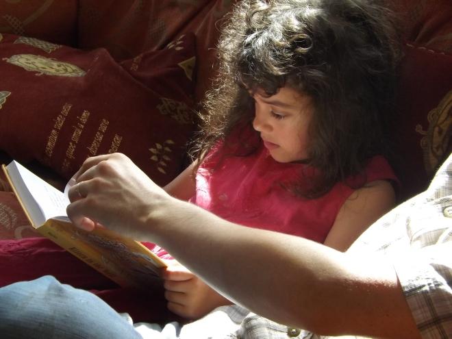 Aprimorando a leitura com o papai.