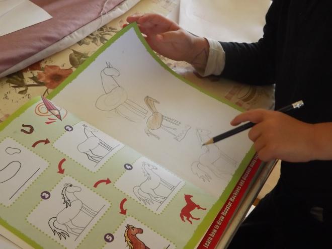 Tentando desenhar um cavalo...:-) criança eh tudo de bom!!!