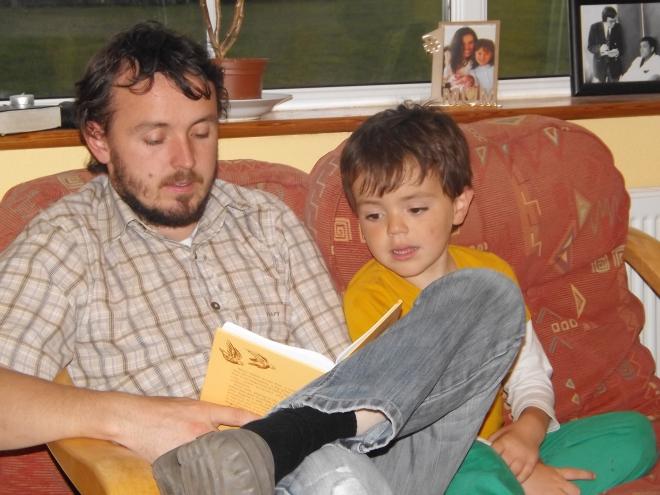 Como de manha o Dave não estava presente, depois da janta ele fez a leitura com o Judah e Naomi.  So consegui foto do Judah.. Naomi ja tinha terminado quando decidi fotografar.