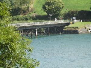 Esse lugar eh maravilhoso, eh perto do nosso bairro, as criancas amam passar na ponte.