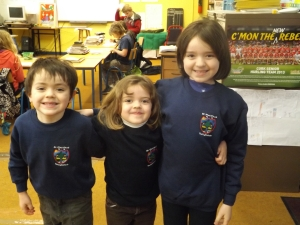 Primeiro dia deles na escola, faltou a Naomi ai. Judah,Rebekah e Amy